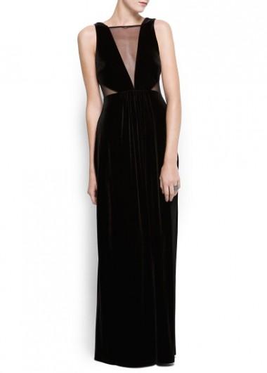modelo de vestido en una tienda de ropa online