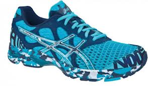 diseño de calzado para atletas Asics